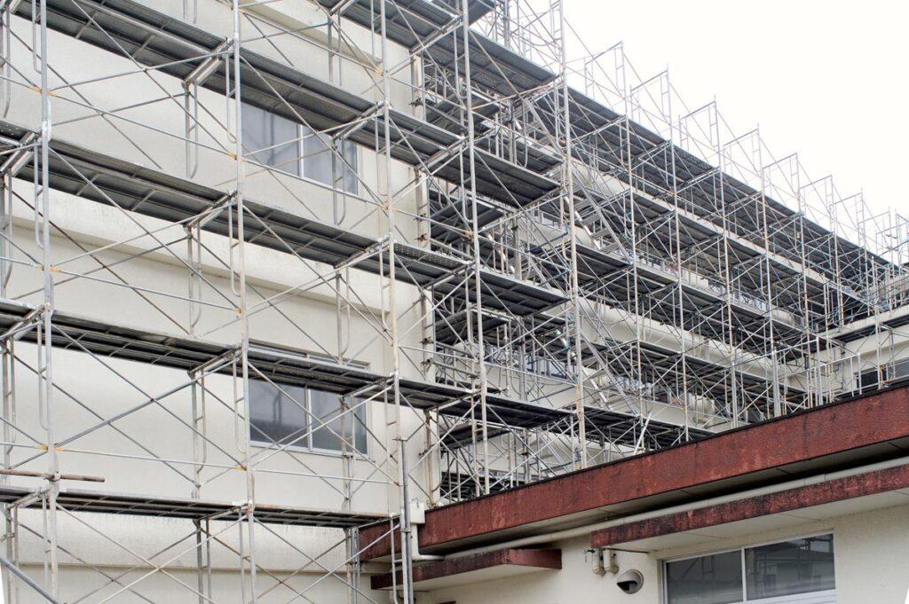 マンションの外壁塗装の期間や足場の必要性、費用は?